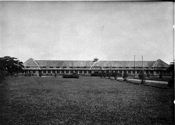 COLLECTIE_TROPENMUSEUM_De_cultuurschool_een_agrarische_school_te_Malang._TMnr_60005915[1]