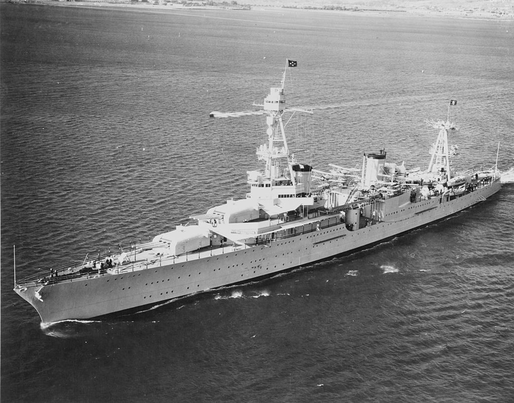 USS_Houston_(CA-30)_off_San_Diego_in_October_1935