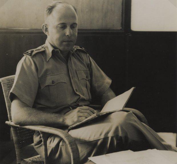 Majoor-vlieger-waarnemer A.B. Wolff.
