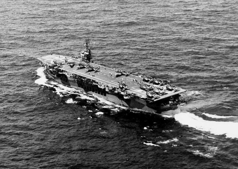 USS_Chenango_(CVE-28)_underway_1944