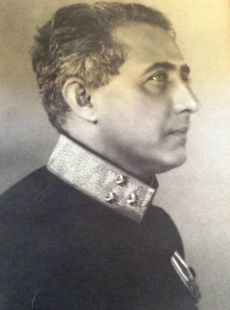 Kolonel R. Posthumus